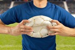 Gracz futbolu łama grę Zdjęcia Royalty Free