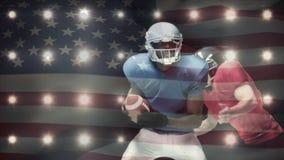 Gracz futbolu brać się do z flagą amerykańską na przedpolu