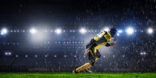 Gracz futbolu przy stadium Mieszani środki Mieszani środki Zdjęcie Stock