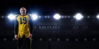 Gracz futbolu przy stadium Mieszani środki Zdjęcia Stock