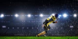 Gracz futbolu przy stadium Mieszani środki Obraz Royalty Free