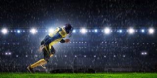 Gracz futbolu przy stadium Mieszani środki Fotografia Stock