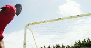 Gracz futbolu target578_1_ piłkę zbiory wideo
