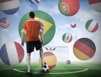 Gracz futbolu wokoło brać karę Fotografia Stock