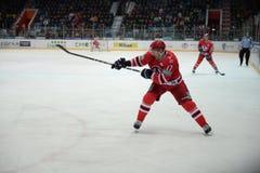 Gracz w hokeja hokeja klub Avtomobilist Aaron Palushay Zdjęcie Royalty Free
