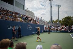 Gracz w tenisa między punktami obrazy royalty free