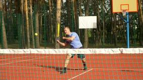 Gracza kant oklaskuje jego przeciwnika podczas gry zdjęcie wideo