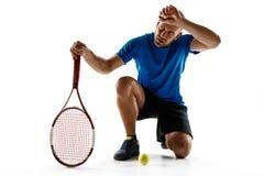 Gracza w tenisa przycupnięcia puszek patrzeje pokonujący i smutny zdjęcia royalty free