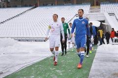 Gracze futbolu iść pole Zdjęcia Stock