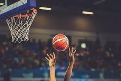 Gracze koszykówcy w akcji podczas kobiety koszykówki puchar świata 2018 obrazy stock