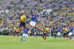 Gracze piłki nożnej walczy dla piłki podczas Copa Ameryka Centena Zdjęcia Royalty Free