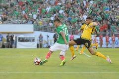 Gracze piłki nożnej walczy dla piłki podczas Copa Ameryka Centena Obraz Stock