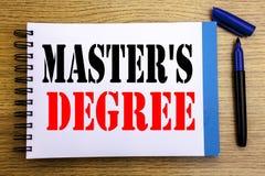 Grad för förlage s för visning för handskriftmeddelandetext Affärsidé för akademisk utbildning som är skriftlig på backg för note royaltyfri foto