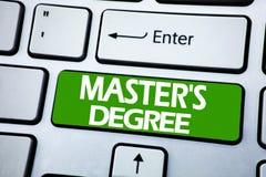 Grad för förlage s för visning för handskriftmeddelandetext Affärsidé för akademisk utbildning som är skriftlig på blåtttangent p royaltyfria foton