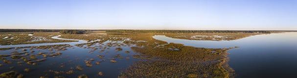180 grad panorama av den kust- breda flodmynningen i South Carolina Royaltyfria Bilder