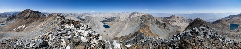 360 grad toppig bergskedja bergpanorama Arkivfoto