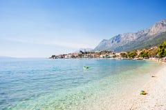 Gradac, Dalmatien, Kroatien - Überblick über der schönen Bucht von Gradac lizenzfreie stockfotos