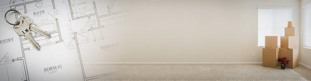 Gradated-Fahne mit Haus-Schlüsseln, Plänen und leerem Raum mit Kästen Lizenzfreie Stockfotografie
