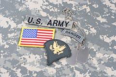 Gradbeteckning för kommandosoldat för USA-ARMÉ på kamouflagelikformign arkivfoto