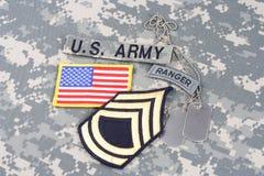 Gradbeteckning för kommandosoldat för USA-ARMÉ på kamouflagelikformign royaltyfri bild