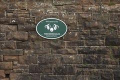 Gradbeteckning f?r Yorkshire dalnationalpark p? stenv?ggen - bucklastationen, Cumbria, UK - 10th November 2017 fotografering för bildbyråer