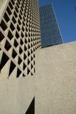 Grade abstrata das janelas em construções modernas imagens de stock