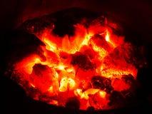 Grade ardente do carvão vegetal do fogo fotografia de stock