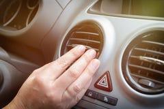 Grade de ajustamento da ventilação do ar da mão do motorista Fotografia de Stock Royalty Free