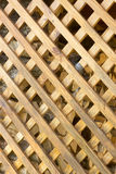grade de madeira amarela com pilhas romboidais Imagens de Stock