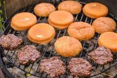 Grade do hamburguer da carne Fotografia de Stock