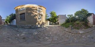 360 graden panorama van een straat in Plovdiv, Bulgarije Stock Afbeeldingen
