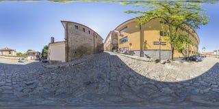 360 grader panorama av en gata i Plovdiv, Bulgarien Arkivfoton