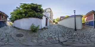 360 grader panorama av en gata i Plovdiv, Bulgarien Royaltyfria Bilder