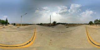 360 grader sfärisk panorama av den konkreta vägen och skogen med Arkivfoton