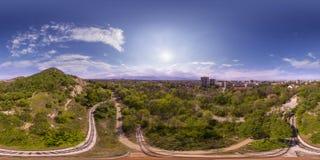 360 gradi di panorama aereo del tepe di Dzhendem anche conosciuto come Y Fotografia Stock