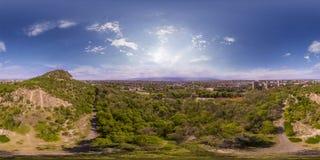 360 gradi di panorama aereo del tepe di Dzhendem anche conosciuto come Y Fotografie Stock