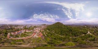 360 gradi di panorama aereo del tepe di Dzhendem anche conosciuto come Y Fotografie Stock Libere da Diritti