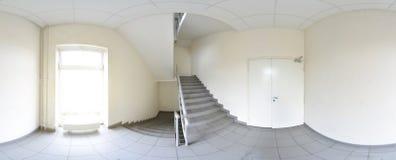360 gradi sferici della proiezione di panorama, panorama in corridoio vuoto interno con un volo delle scale Immagini Stock Libere da Diritti