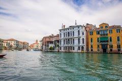 Grado del canal en Venecia, Italia Fotos de archivo libres de regalías