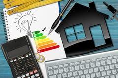 Grado del rendimiento energético con el modelo de la casa Imagen de archivo