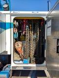 Grados de Tow Truck Equipment, de la cadena y del cable Imagen de archivo libre de regalías
