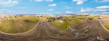 360 grados del panorama de campo de maíz son afectados por la sequedad de la sequía en invierno imagenes de archivo