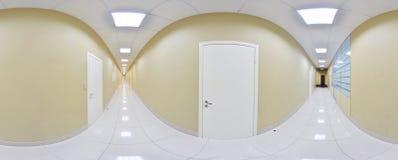 360 grados esféricos de la proyección del panorama, panorama en pasillo largo vacío interior con las puertas y entradas a diverso Fotografía de archivo libre de regalías