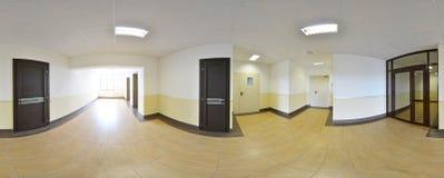 360 grados esféricos de la proyección del panorama, panorama en pasillo largo vacío interior con las puertas y entradas a diverso Foto de archivo libre de regalías