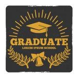 Graduação da High School e da faculdade, fora ao logotipo do vetor da escola Etiqueta do graduado do Grunge ilustração stock