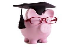 Graduado de universidad del estudiante Piggybank aislado en el fondo blanco imagenes de archivo
