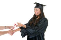 Graduado de W que recibe el diploma 7 imagen de archivo