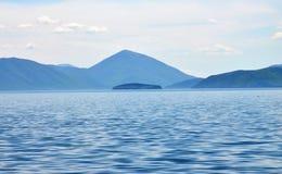 GRADUADO del GOLEM de la isla en el lago Prespa, Macedonia Imágenes de archivo libres de regalías