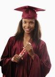 Graduado fêmea da faculdade no tampão e no vestido Fotografia de Stock