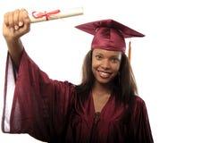 Graduado fêmea da faculdade no tampão e no vestido Fotografia de Stock Royalty Free